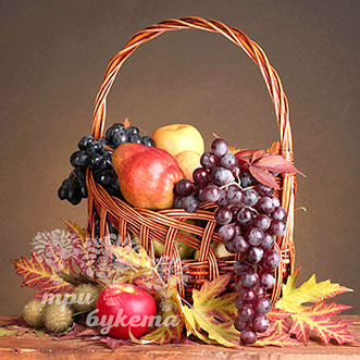 Корзина с виноградом и яблоками